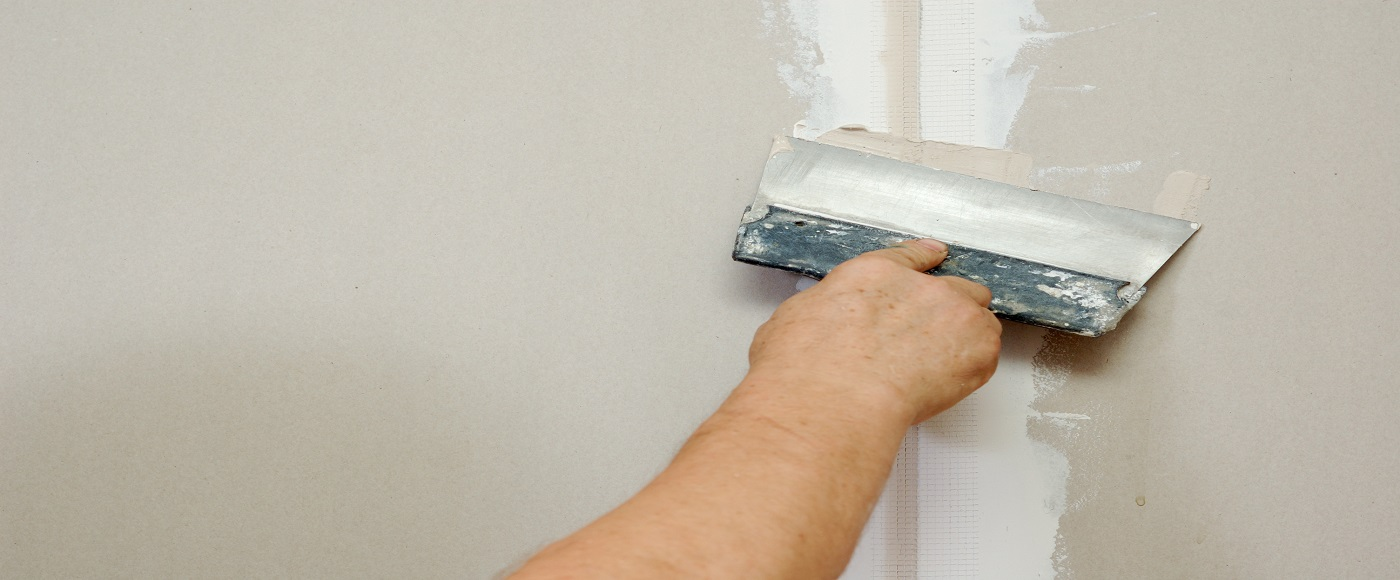 man putty plasterboard
